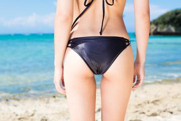 ビーチ 水着女性のヒップ