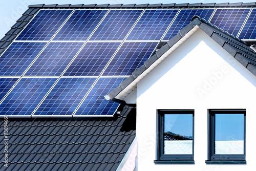 solar dach stockfotos und lizenzfreie bilder auf bild 113894660. Black Bedroom Furniture Sets. Home Design Ideas