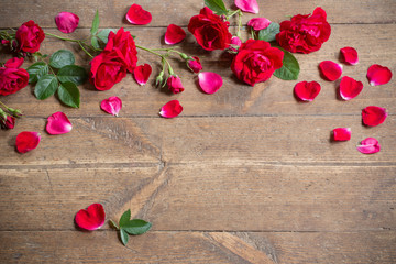 Red roses on woonden background.