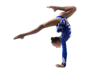 Photo sur Plexiglas Gymnastique Teenage acrobat girl doing handstand