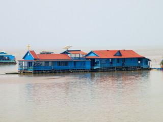 Katholische Kirche im schwimmenden Dorf im Tonle Sap See (Kambodscha)