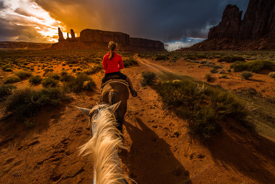 Monument Valley Horseback Riding