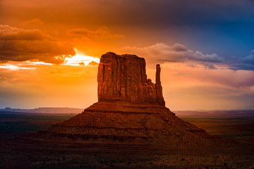 Photo sur Toile Marron East Mitten Butte at Sunrise