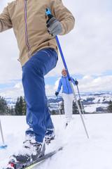 Auf Langlaufskiern die winterliche Natur entdecken