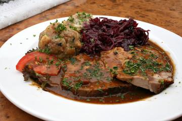 organisch lifestyle rheinischer sauerbraten knödel, semmelknödel, rotkraut, beilage, neu modern