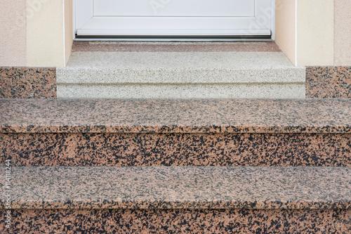 renovierung und erg nzung einer alten treppe aus terrazzo mit moderner granitauflage. Black Bedroom Furniture Sets. Home Design Ideas