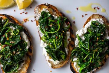 Spinach-Ricotta crostini