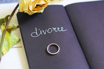 The woman took off her wedding ring for divorce