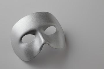 銀色の仮面