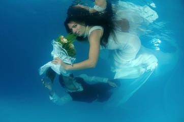 Bride, underwater wedding in a pool