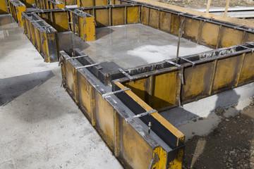 住宅 工事現場 基礎工事 土台 コンクリート 型枠 アップ