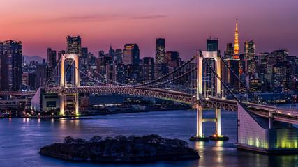 東京都心の夕景・レインボーブリッジと東京タワー
