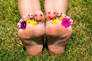 farbenfrohe Füße