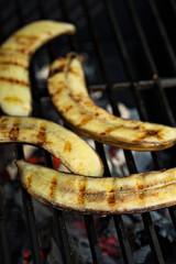 Grilled bananas for dessert