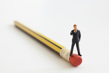 Mann und Bleistift