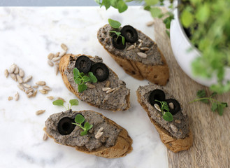 Olive canapé / Olive spread with sunflower seeds and thyme