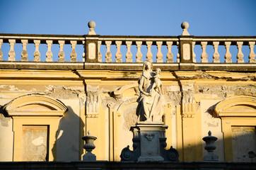 ナポリ 夕暮れのサンマルティーノ修道院のマリア像(イタリア)