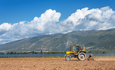 Fototapete - Tractor working in the field. Time of sowing.