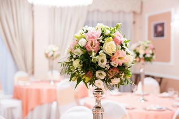 Wedding flower composition for guests tables