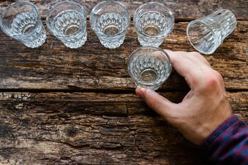 Foto op Plexiglas Bar man drinks vodka on wooden background
