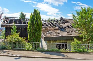 Abgebranntes Haus nach einem Blitzschlag
