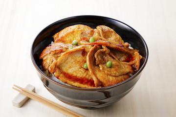 豚丼 rice covered with pork