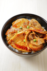 豚丼 rice covered with pork