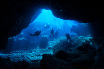 Wall Mural - Cave diving