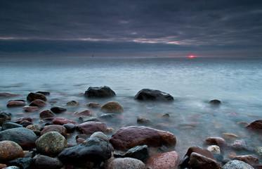 Pochmurny wschód nad Bałtykiem.