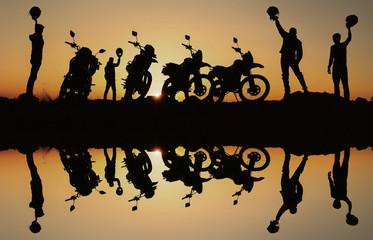 hedef sevinci yaşayan motorsikletçiler