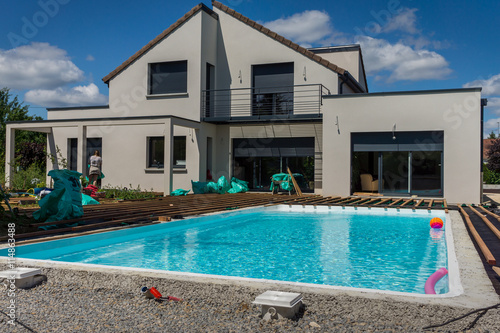 Construction terrasse piscine stock photo and royalty for Construction piscine
