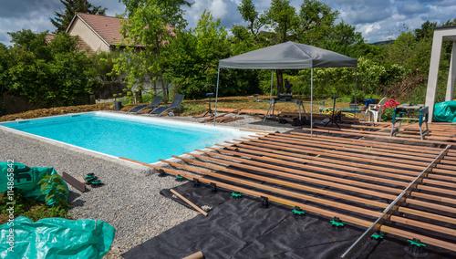 Construction terrasse autour d 39 une piscine photo libre for Construction piscine 58