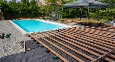 construction terrasse autour d'une piscine