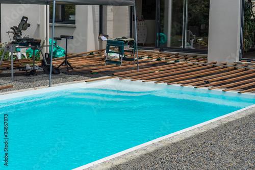 Terrasse en pourtour de piscine arkivfoton och royaltyfria bilder p pic 114867073 - Pourtour de piscine ...