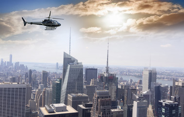 Foto op Plexiglas Helicopter Helicopter for sightseeing over Manhattan.