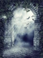 Stara gotycka brama z nietoperzami nocą
