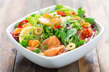 Salad with smoked salmon and lemon