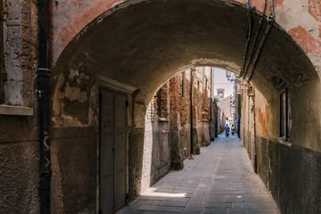 Keuken foto achterwand Oud Ziekenhuis Beelitz Arched street in the town of Chioggia, Italy