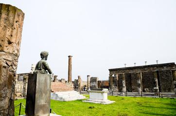 ポンペイ遺跡のアポロ神殿(イタリア)