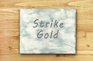 Motivational phrase note, Strike Gold sign