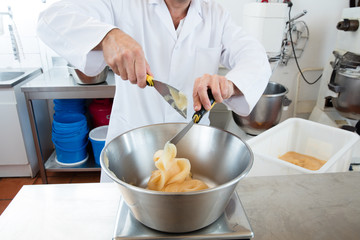 preparation of dose of honey for French sweet nougat specialty