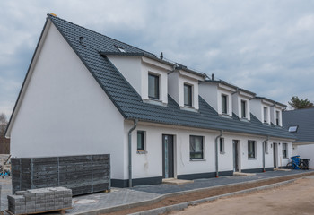 Modernes Reihenhaus im Bau