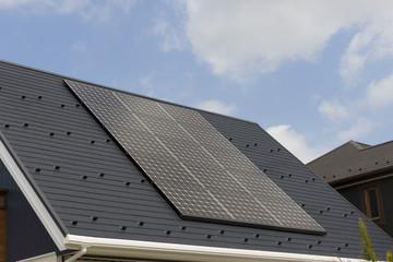 住宅 設備 ソーラーパネル 施工例 急斜面屋根