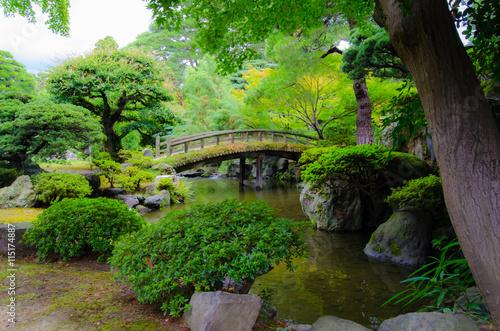 Paisaje puente y rio en jard n de palacio imperial de - Jardines y paisajes ...