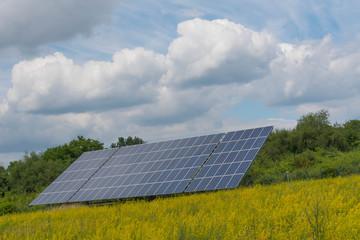 Solar Panels auf einem Feldi  m Sommer