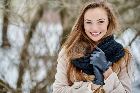 Beautiful young woman in winter park