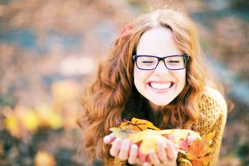 lustige Frau mit Brille