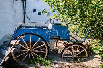 Le vieux chariot bleu