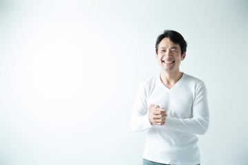 カジュアルポートレート・ミドル男性 (白バック)