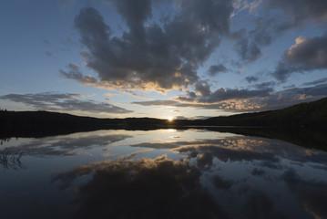 une tempête de couleur, coucher de soleil Lac Champignon.